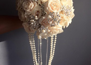 Bouquet with hanging pearls